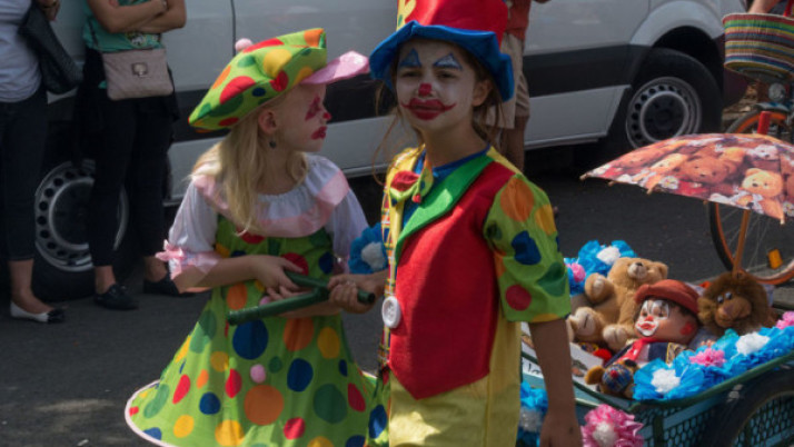 Different clown makeup ideas for kids costumes